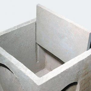 Tutti i pozzetti di dimensione dal 30x30 al 60x60 sono muniti di scanalature laterali interne per l'inserimento della lastra ad uso sifone.